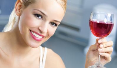 Lampka wina zapobiega zawałom... to mit