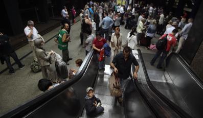 Ruch pociągów stopniowo przywracany