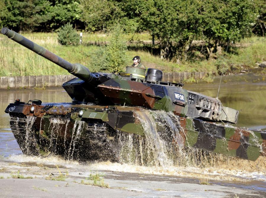 Leopard 2 - niemiecki czołg zaprojektowany w latach 70. XX wieku