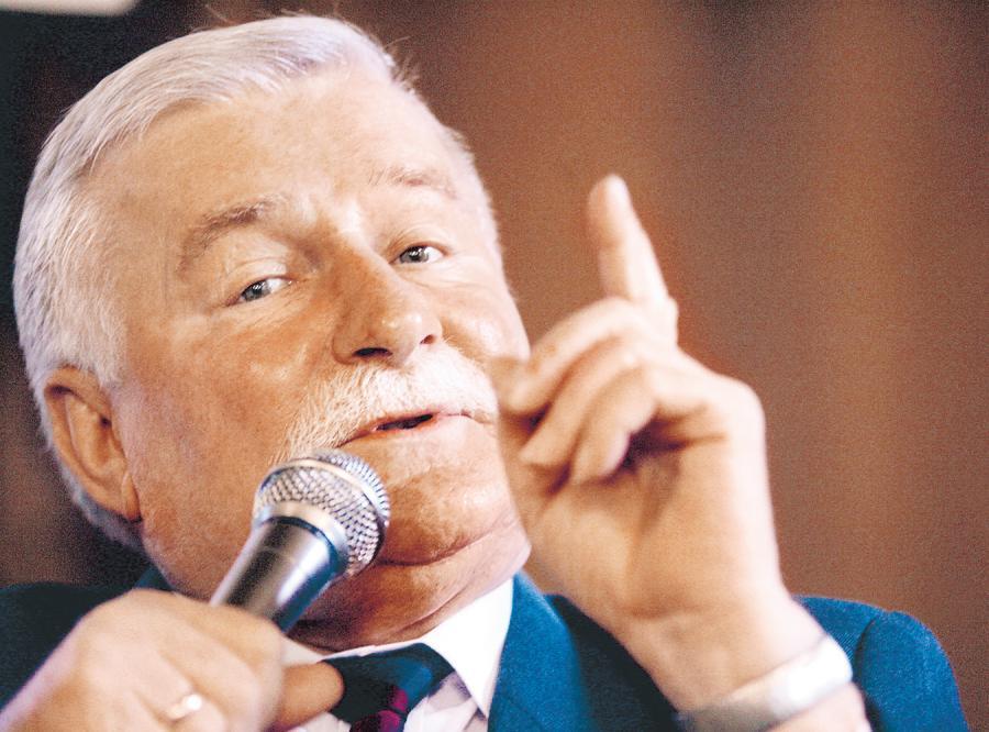 Wałęsa: Tusk powinien chodzić z flagą Tybetu