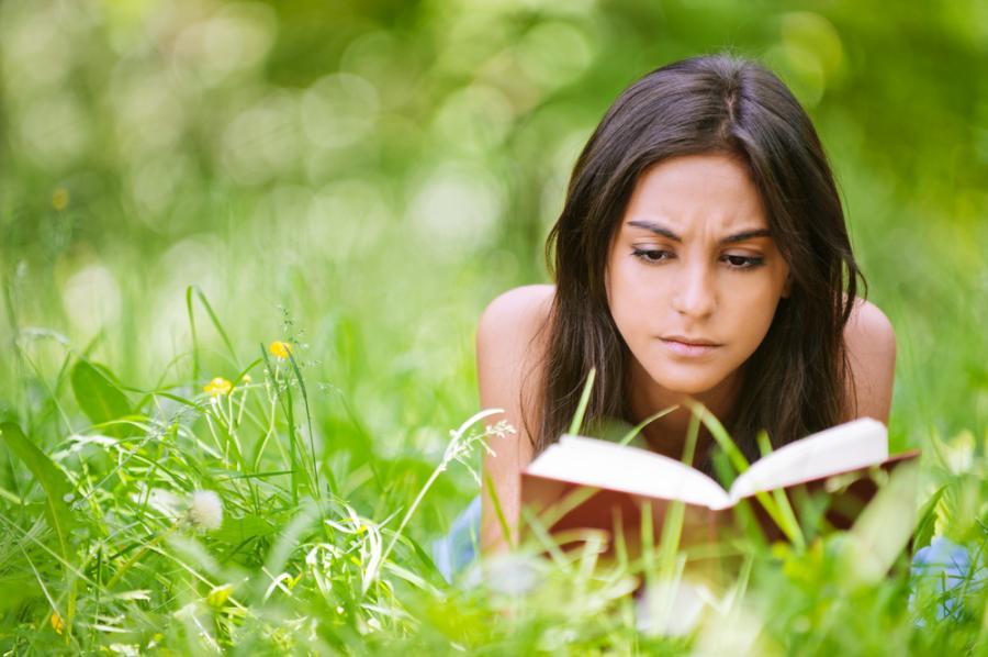 Lektura romansów może niekorzystnie wpływać na kobiecą psychikę.