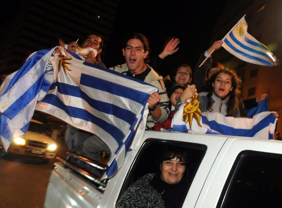 b83727032 Argentyna odpadła z piłkarskich mistrzostw Ameryki Południowej - Copa  America. W ćwierćfinale turnieju gospodarze przegrali w Santa Fe z Urugwajem  w rzutach ...
