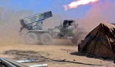 12 pażdzierniak 2001 wyrzutnia rakietowa BM-21 afgańskich wojsk opozycji ostrzeliwuje pozycje Talibów