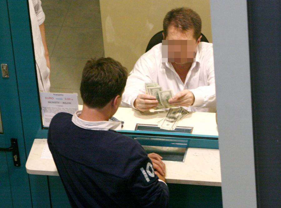Kraśko kupił przed wylotem gruby plik dolarów