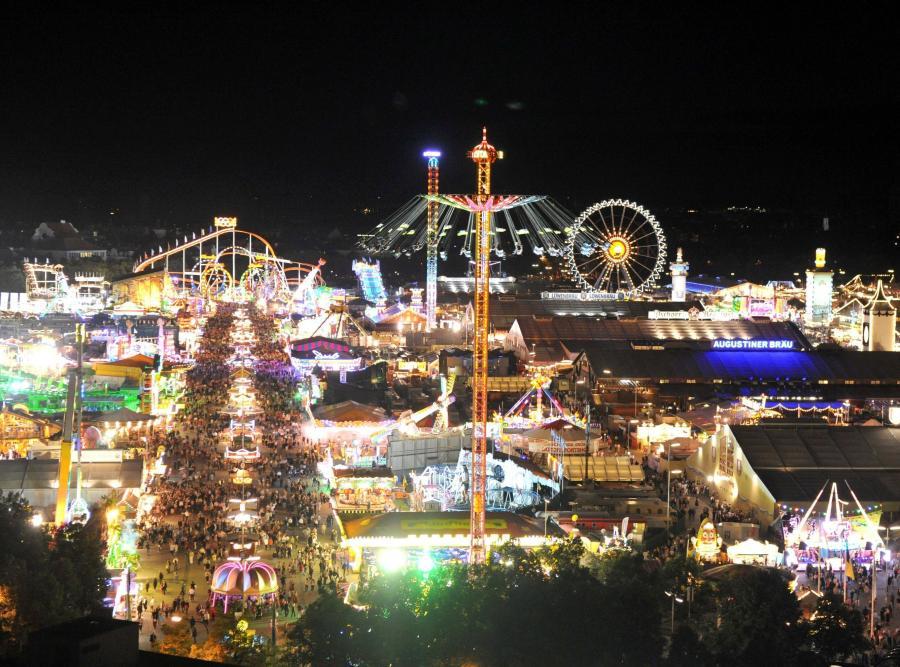 Monachium, teren, na którym odbywa się Oktoberfest