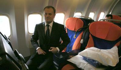 """Donald Tusk poleciał na... """"zieloną trawkę"""". Będzie zwiedzał Peru i Chile."""