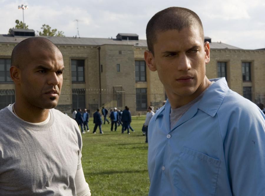 """Śmierć Michaela Scofielda, głównego bohatera """"Skazanego na śmierć"""" kończy serial. Scofield zginął tragicznie, ratując swoją ukochaną Sarę."""