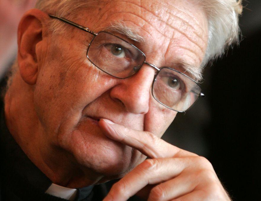 Ksiądz Adam Boniecki apeluje do hakerów o zaprzestanie ataku na skrzynki mailowe księży Marianów