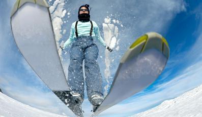 Jazda na nartach - zdjęcie ilustracyjne