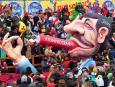 Prezydent Iranu Mahmud Ahmadineżad odpala atomowe cygaro