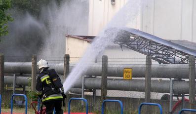 Trzysta litrów żrącego chloru wyciekło z cysterny w centrum Poznania