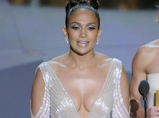 """""""Wypadający"""" sutek J.Lo atrakcją Oscarów!"""