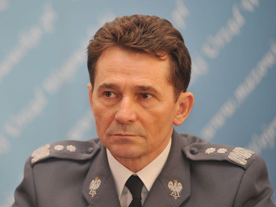 """Policjanci inwigilowali dziennikarza """"Super Expressu"""", który krytycznie pisał o byłym komendancie głównym policji Andrzeju Matejuku"""