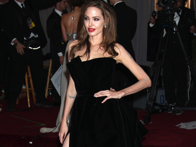 Angelina Jolie nie była zła na żarty, których powodem kilka tygodni temu stała się jej noga