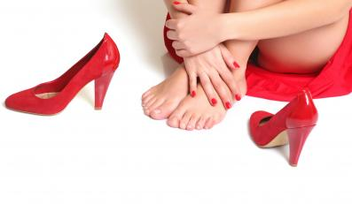 Kobiece nogi i szpilki