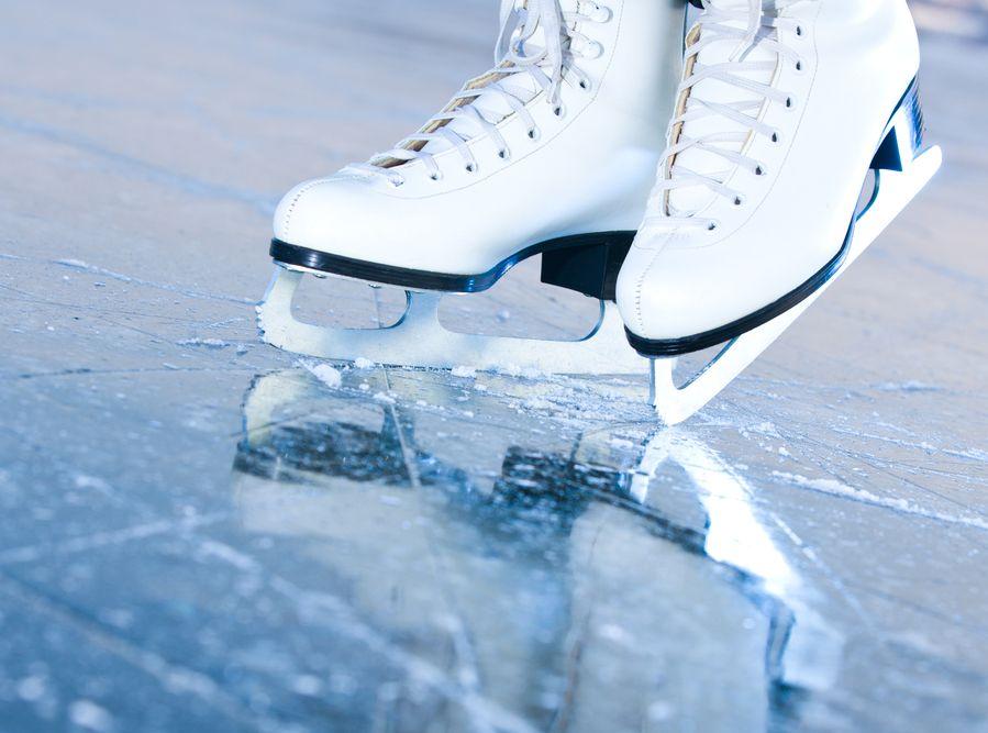 Łyżwy na lodowisku