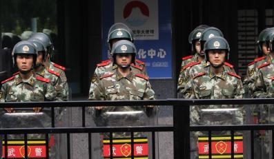 Ochrona przed ambasadą Japonii w Pekinie