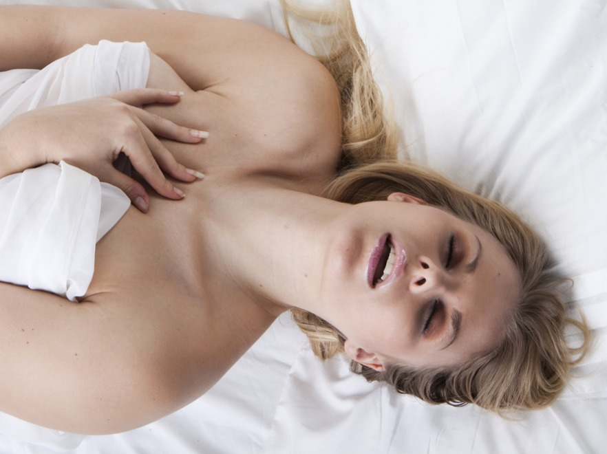 Kobieta w trakcie orgazmu