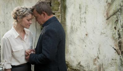 "Jan Frycz i Anne-Marie Duff w filmie ""Sanctuary"""