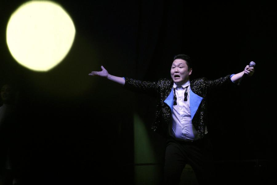 """PSY tańczy """"Gangnam Style"""" w Singapurze"""