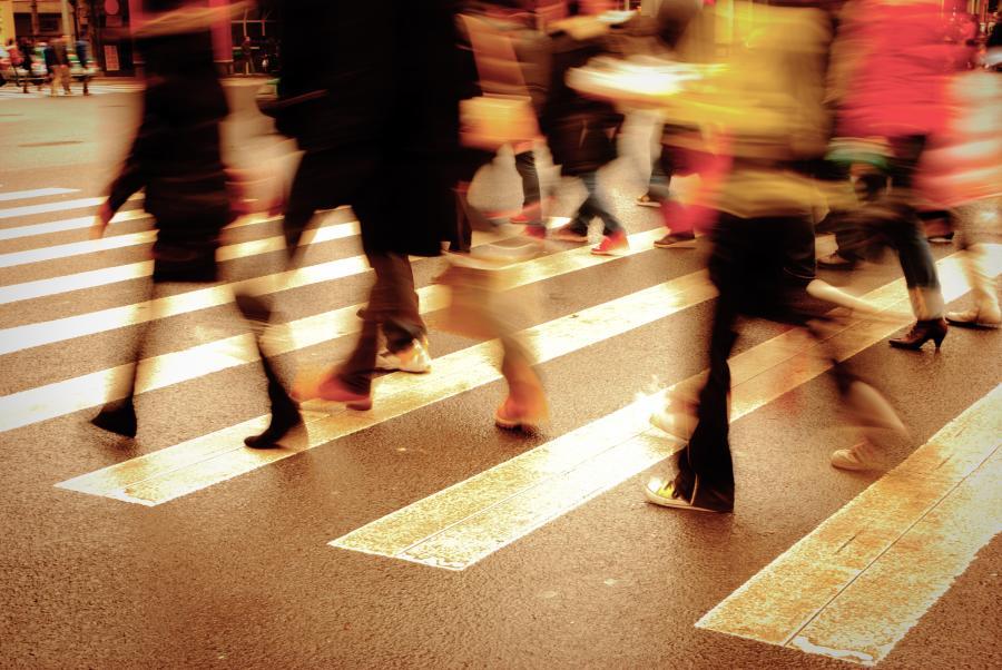 Ludzie na ulicy - zdjęcie ilustracyjne