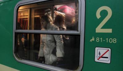 Pasażerowie w pociągu