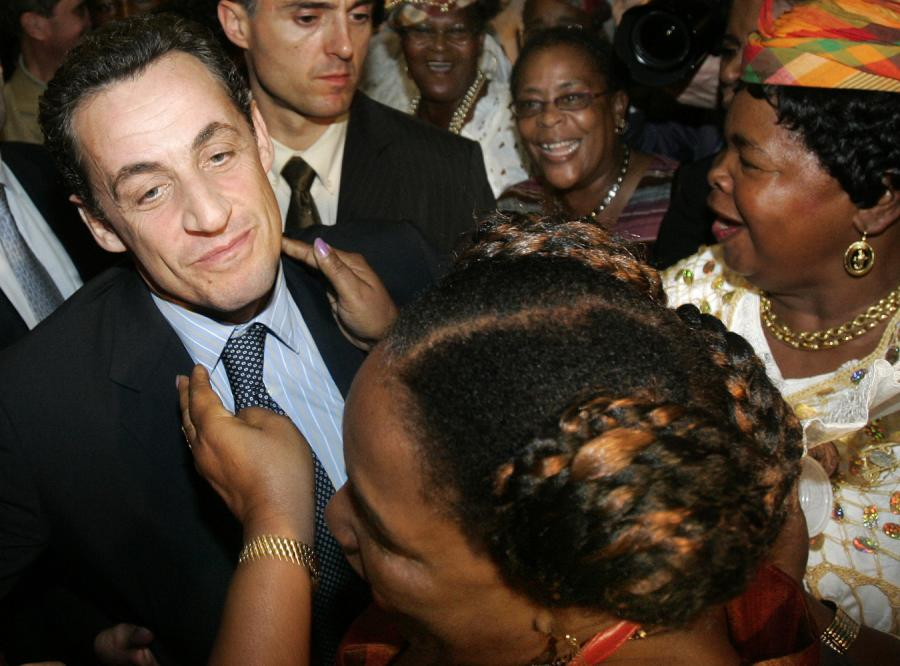 Prezydent Francji przeprasza za przeszłość swojego kraju
