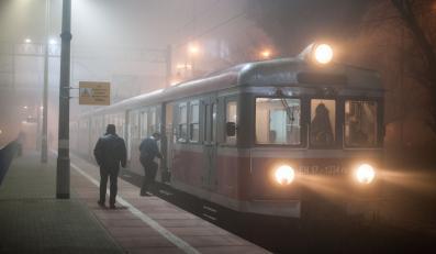 Pociąg na stacji - zdjęcie ilustracyjne