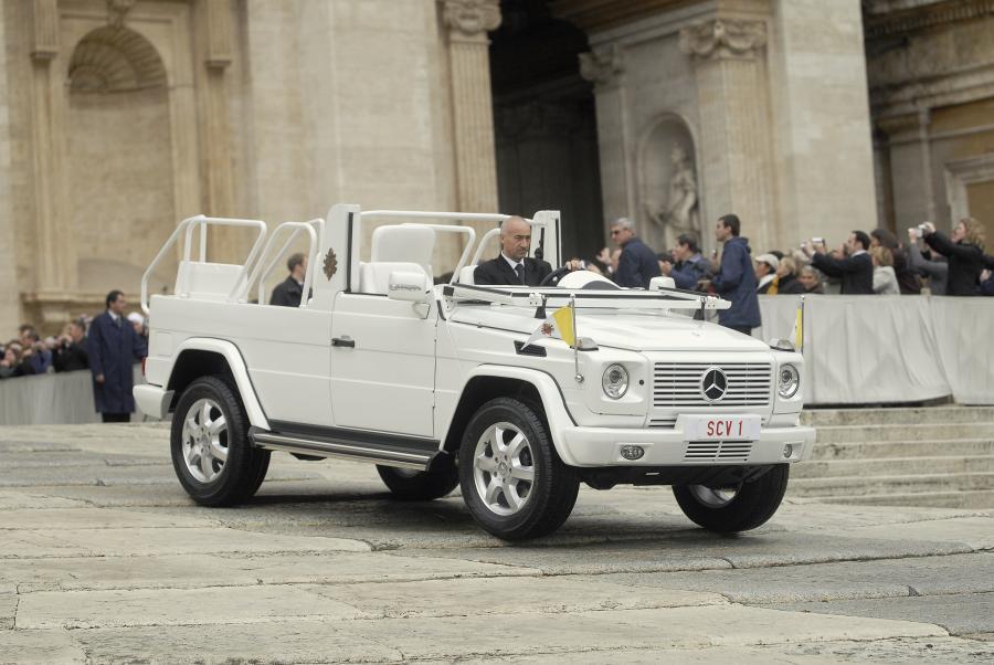 Do pancernych limuzyn dołączył terenowy papamobile