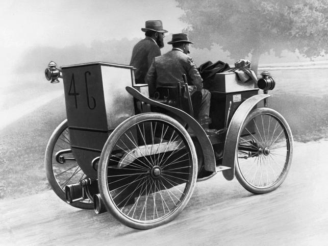 1895 rok - Pierwszy samochod na oponach Michelin