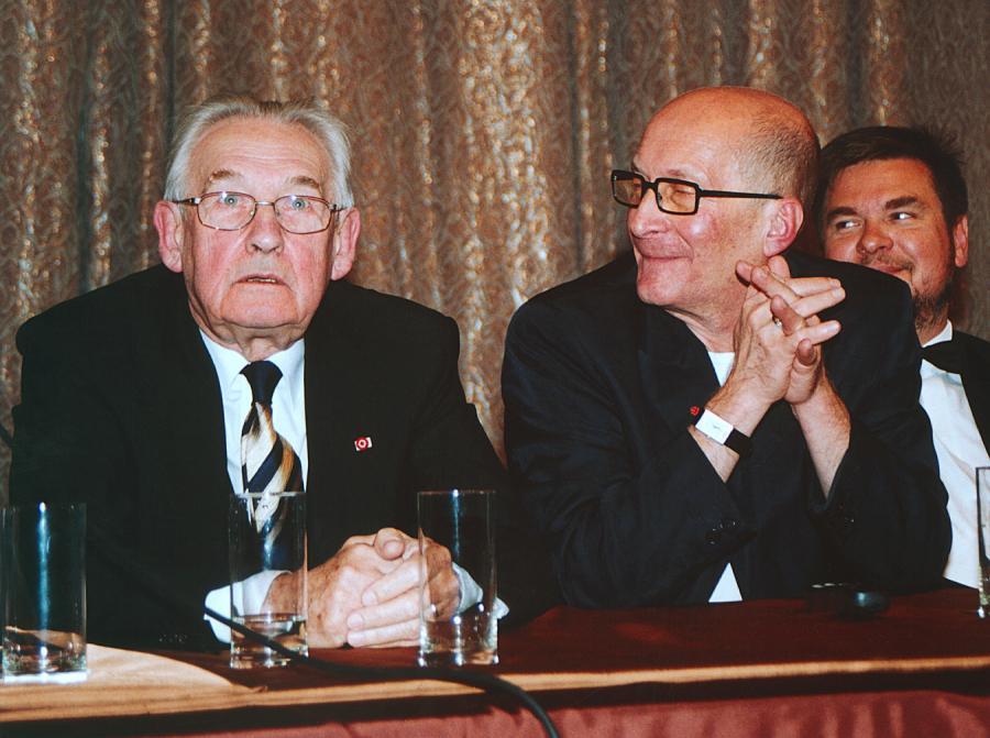 """Andrzej Wajda, Wojciech Pszoniak  – konferencja prasowa na temat """"Ziemii obiecanej"""" (2000)"""