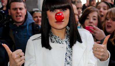 Jessie J łysa w zbożnym celu
