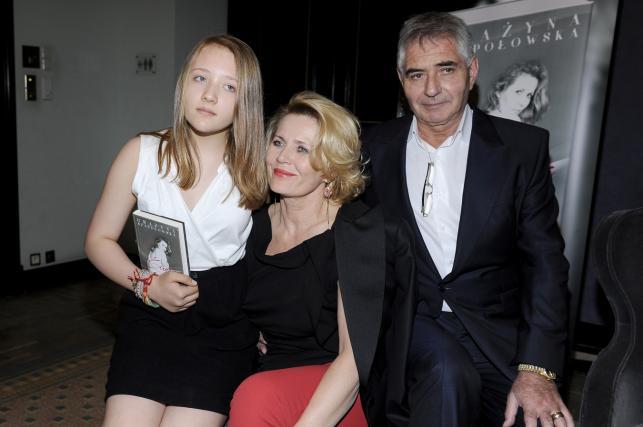 Grażyna Szapołowska z wnuczką Karoliną i Erykiem Stępniewskim