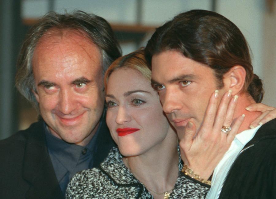 """Madonna, Jonathan Price i Antonio Banderas na londyńskiej premierze """"Evity"""" w 1995 roku"""