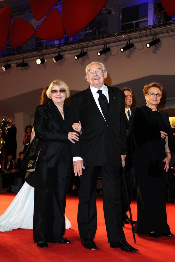 Andrzej Wajda z żoną Krystyną Zachwatowicz oraz Danuta Wałęsa