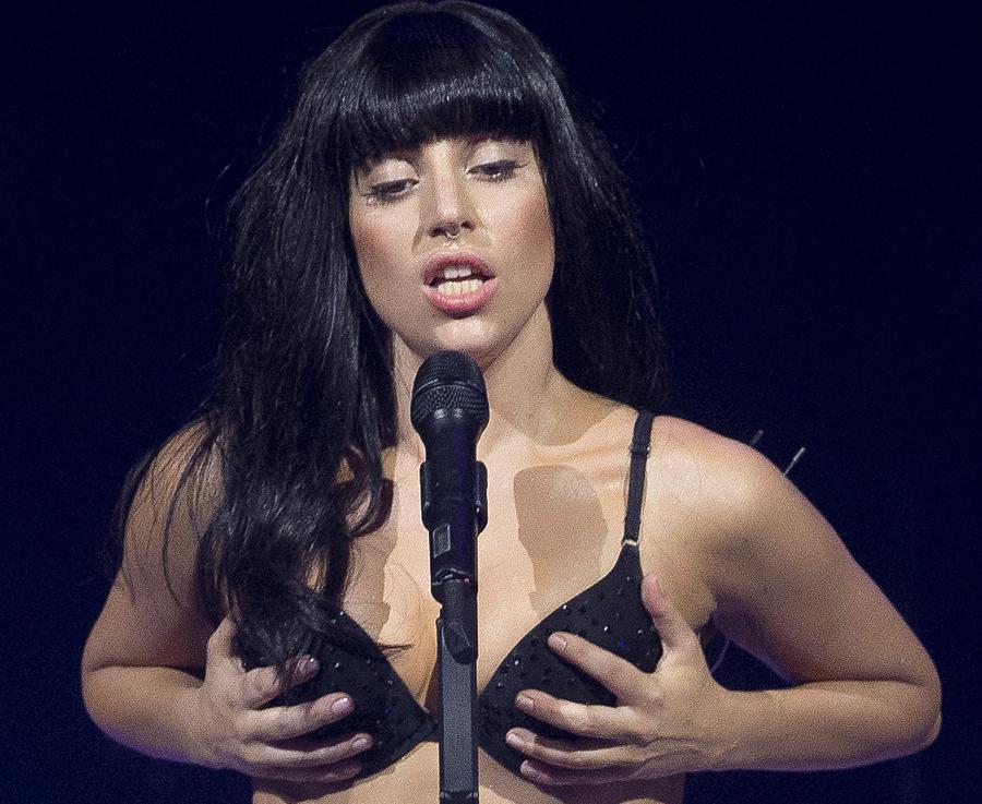 Lady GaGa śpiewa z R. Kellym