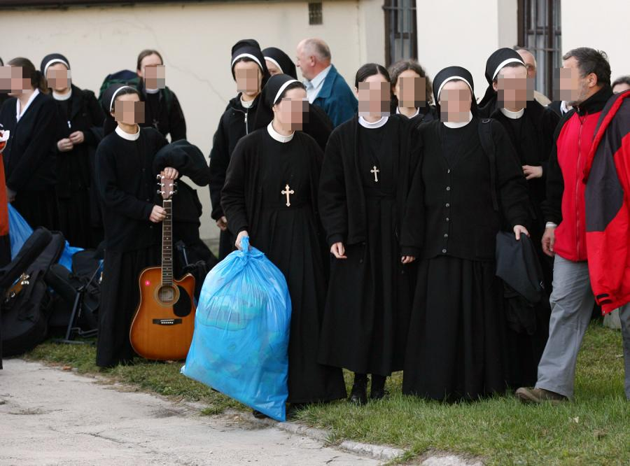 Co się dzieje w żeńskich klasztorach