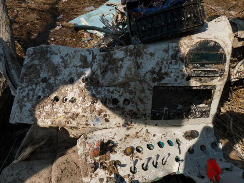 Zniszczona tablica kontrolna rejestratora parametrów lotu