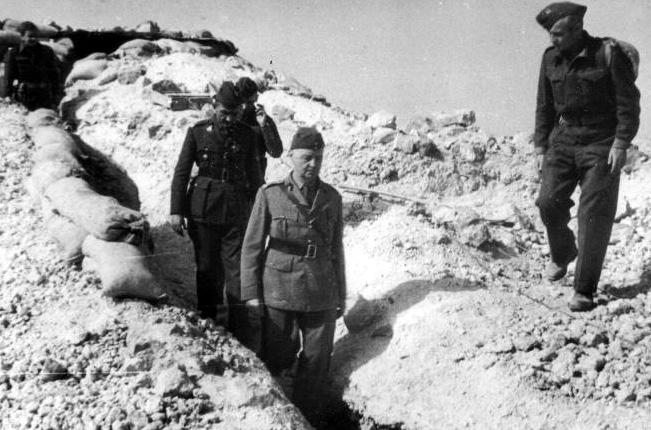 Gen. Władysław Sikorski w okopach Tobruku