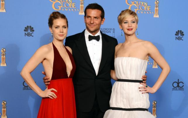 """Gwiazdy """"American Hustle: Jak się skubie w Ameryce"""": Amy Adams, Bradley Cooper i Jennifer Lawrence"""