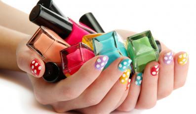 Kolorowe paznokcie i lakiery