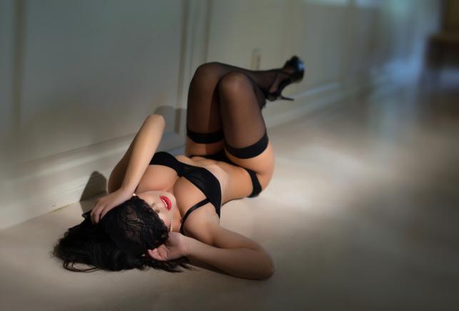 Jak wprowadzić bieliznę erotyczną do swojej sypialni?