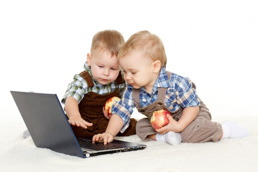Dzieci przy komputerze
