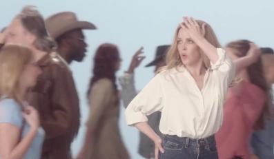 """Kylie Minogue wśród przechodniów w klipie do piosenki """"I Was Gonna Cancel"""""""