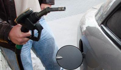 Zobacz na filmie, jak kradną paliwo