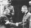 Tadeusz Bór-Komorowski rozmawia o kapitulacji Powstania Warszawskiego z Erichem von dem Bachem-Zelewskim
