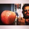 Michał Piróg je jabłka