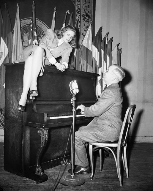 Lauren Bacall i Harry S. Truman w 1945 roku