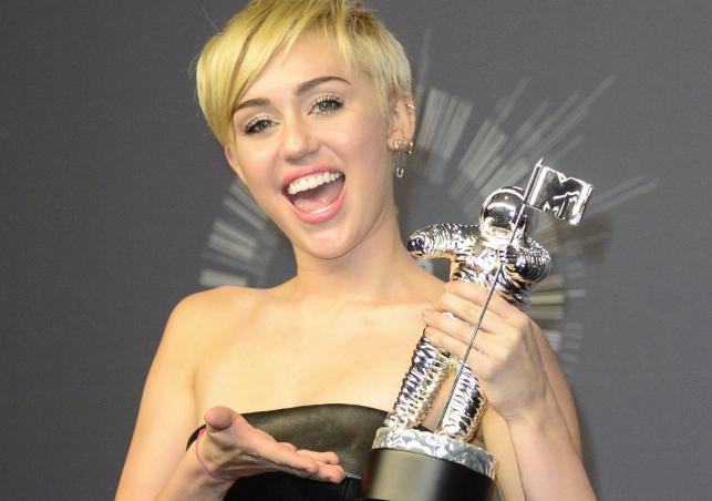"""Teledysk roku: Miley Cyrus –""""Wrecking Ball"""""""