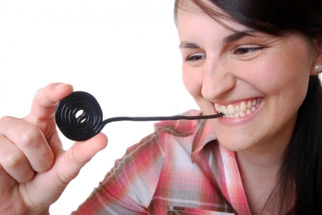 Słodka lukrecja zapobiega próchnicy i paradontozie